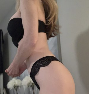 Louhana escort girl in Clarksburg